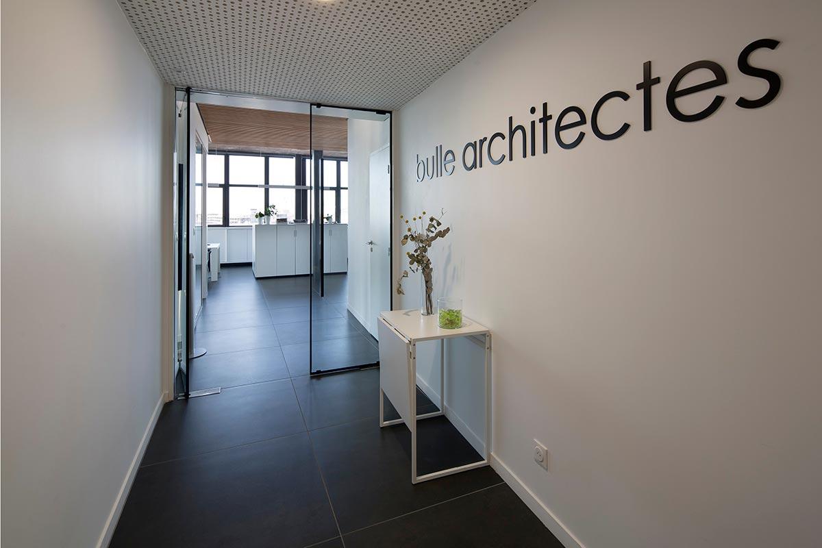 Entrée De Notre Agence Bulle Architectes à Bordeaux Avec Une Signalétique à Notre Nom.