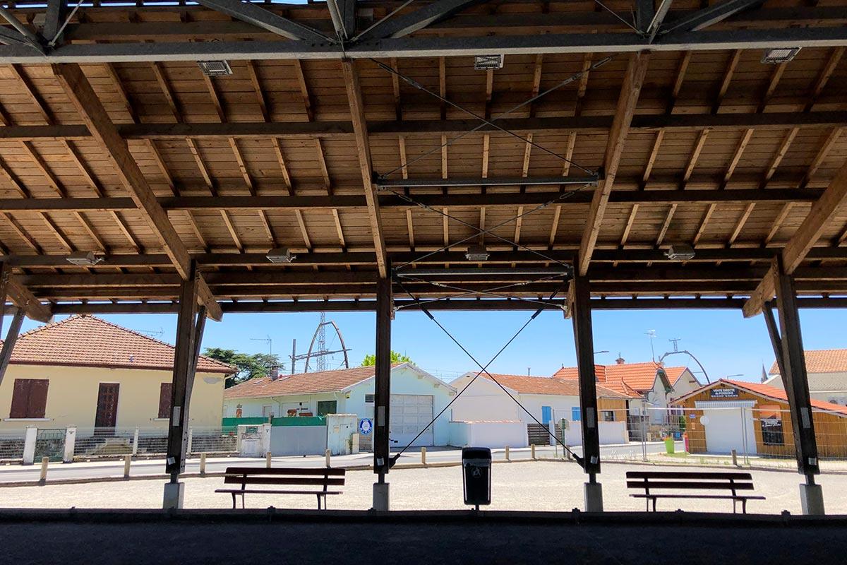 Vue Intérieure Donnant Sur L'extérieur Du Boulodrome De Gujan-Mestras Réalisé Par L'agence Bulle Architectes.