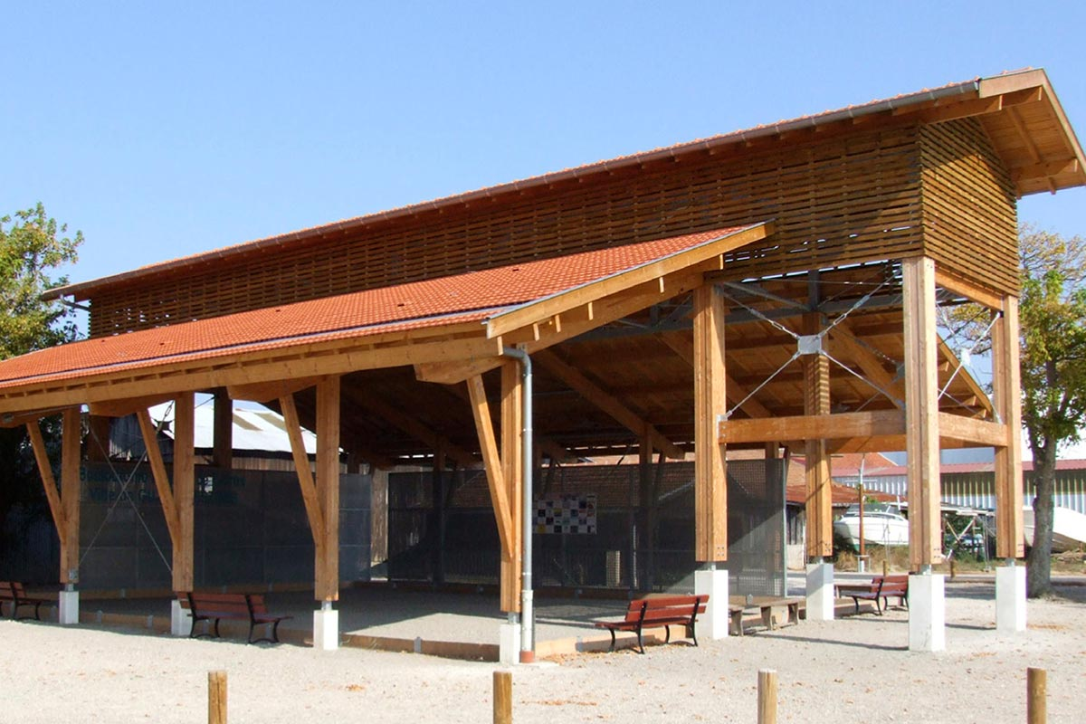Vue Extérieure Du Boulodrome Réalisé à Gujan-Mestras Par L'agence Bulle Architectes.