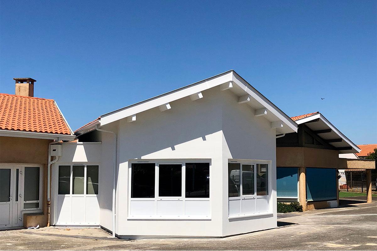 Vue Extérieure De L'école De La Plage Réalisée à Biscarrosse Par L'agence Bulle Architectes.