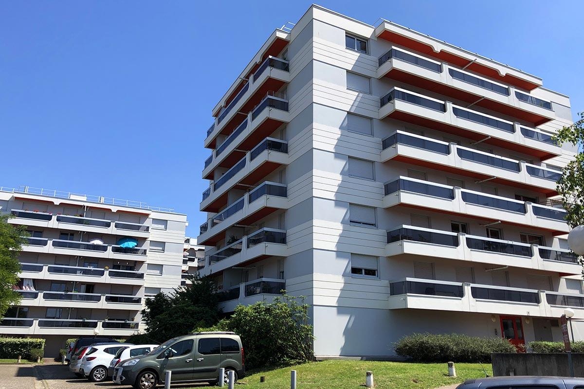 Vue D'ensemble De La Résidence Les Ecus Située à Eysines Et Réhabilitée Par L'agence Bulle Architectes.