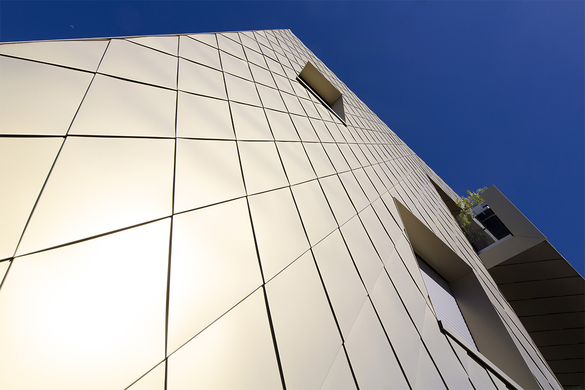 Zoom Sur Les écailles Dorées De L'immeuble De L'agence Bulle Architectes à Bordeaux.