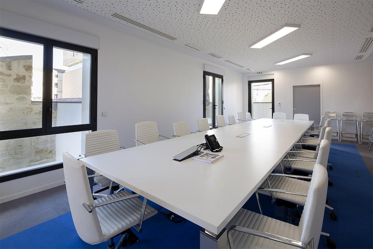 Salle De Réunion Des Bureaux D'Axanis Réalisés Par Bulle Architectes à Bordeaux.