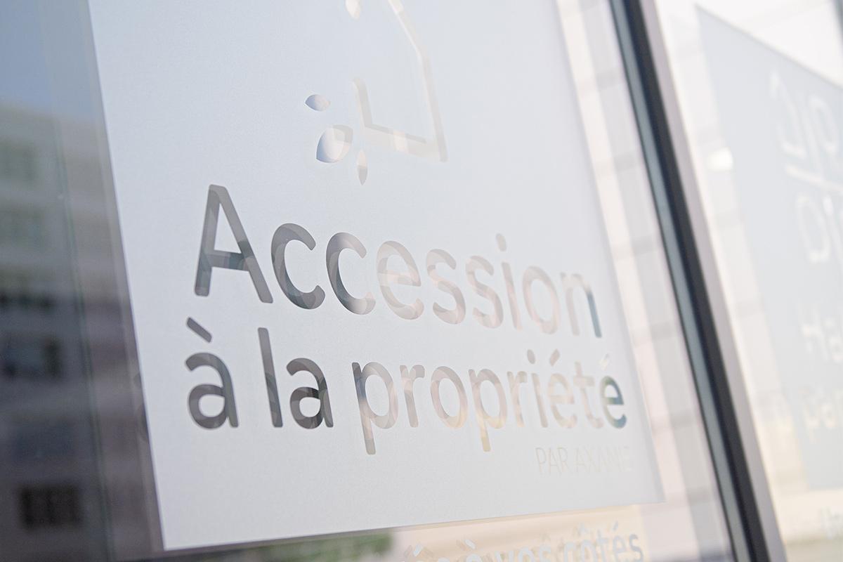 Vitrophanie Sur Les Vitres Des Bureaux D'axanis Réalisés Par Bulle Architectes à Bordeaux.